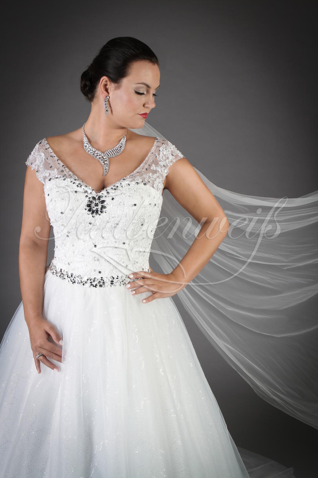 Brautkleid TW Ileana mit glitzernder Corsage und vollem Tüllrock
